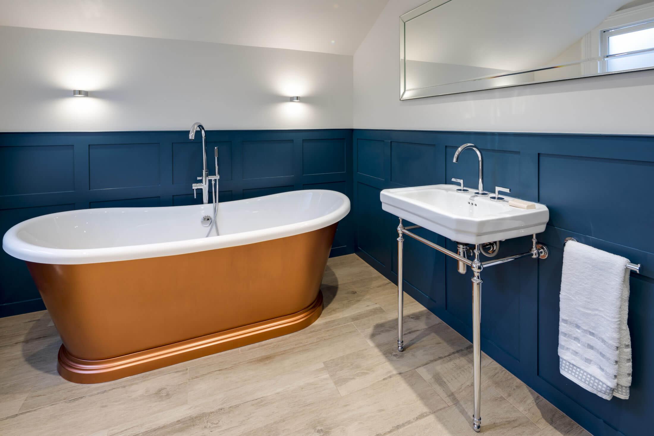 Bathroom Eleven - Panel bathroom