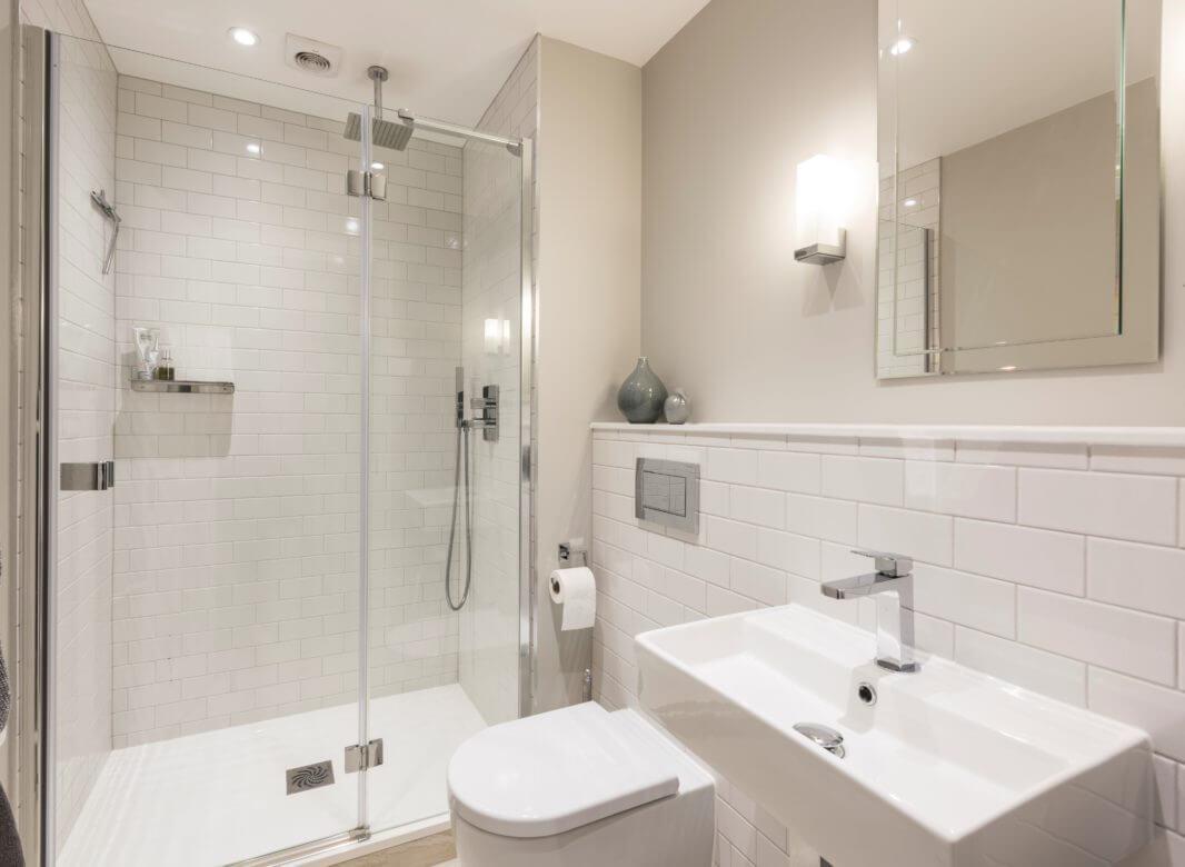 Elegant Metro en-suite in Long Ditton | Bathroom Eleven
