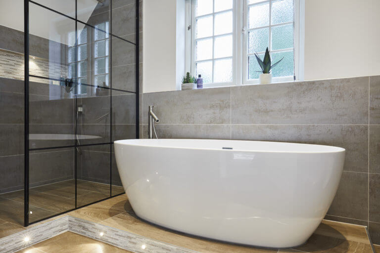 Spacious wetroom with industrial look in Thames Ditton