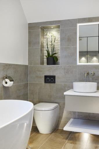 Spacious wetroom with industrial look