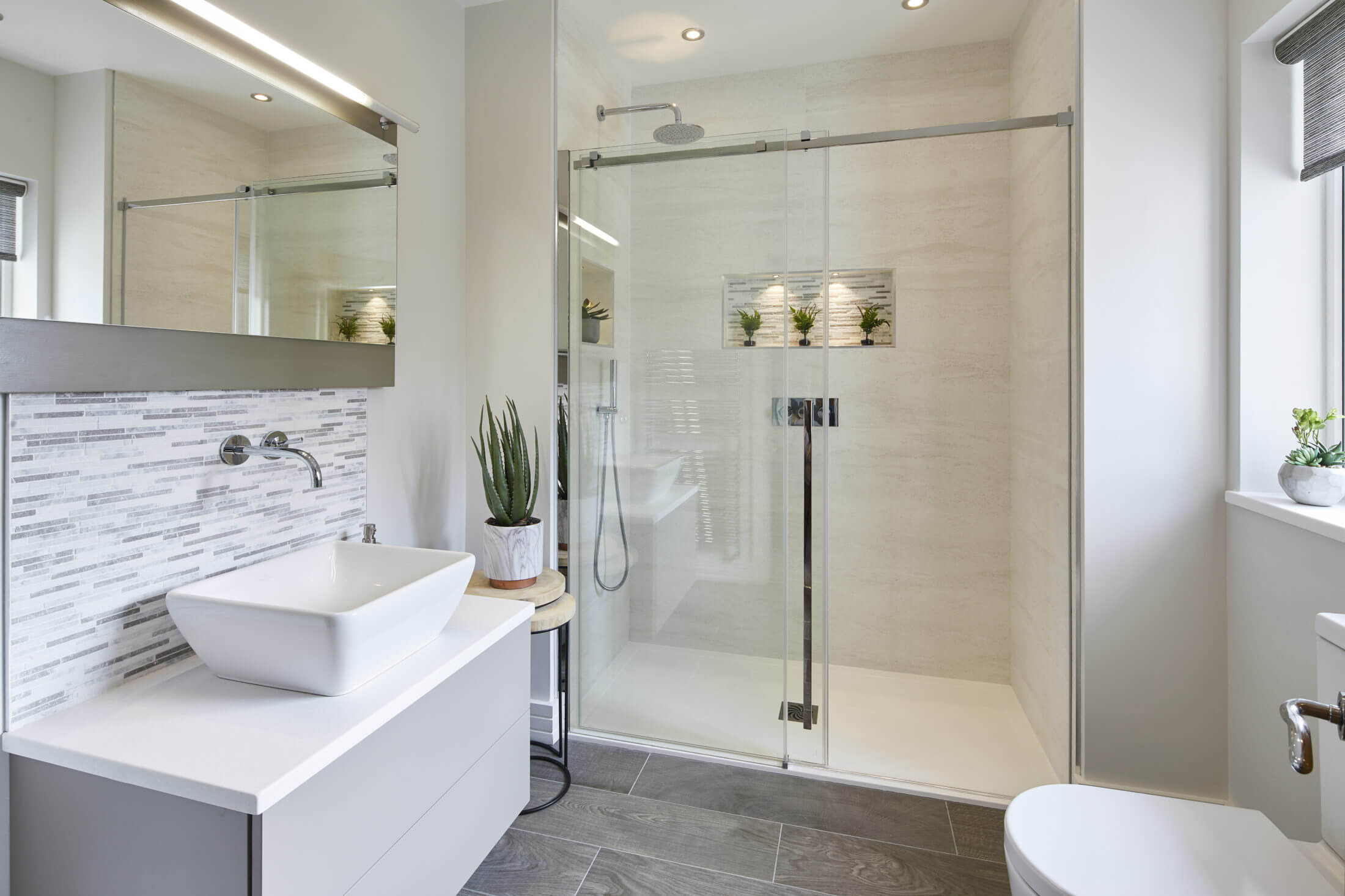 Elegant ensuite shower room