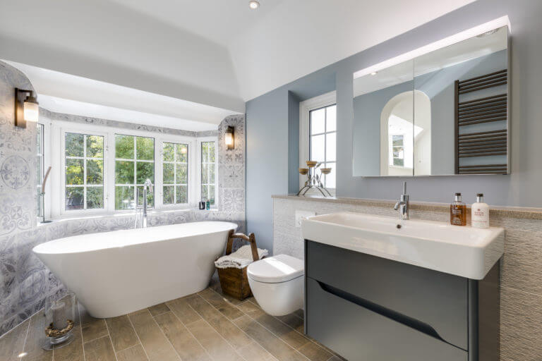Free standing bath in bay window