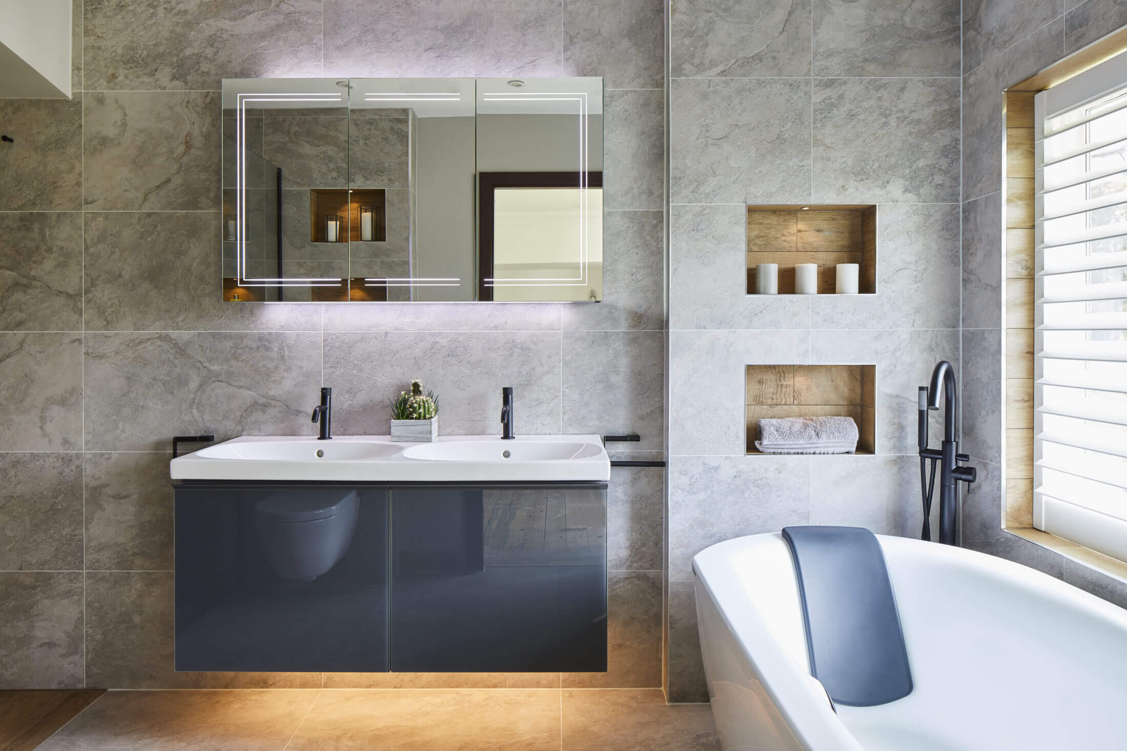 Luxurious Master Ensuite - Esher bath and double basin