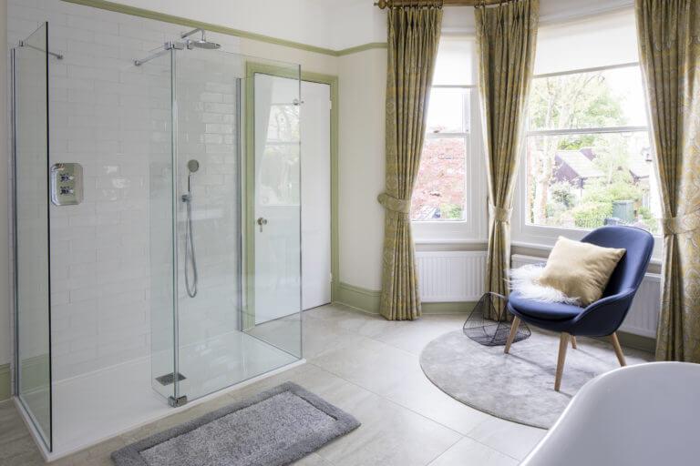 Large bay window bathroom