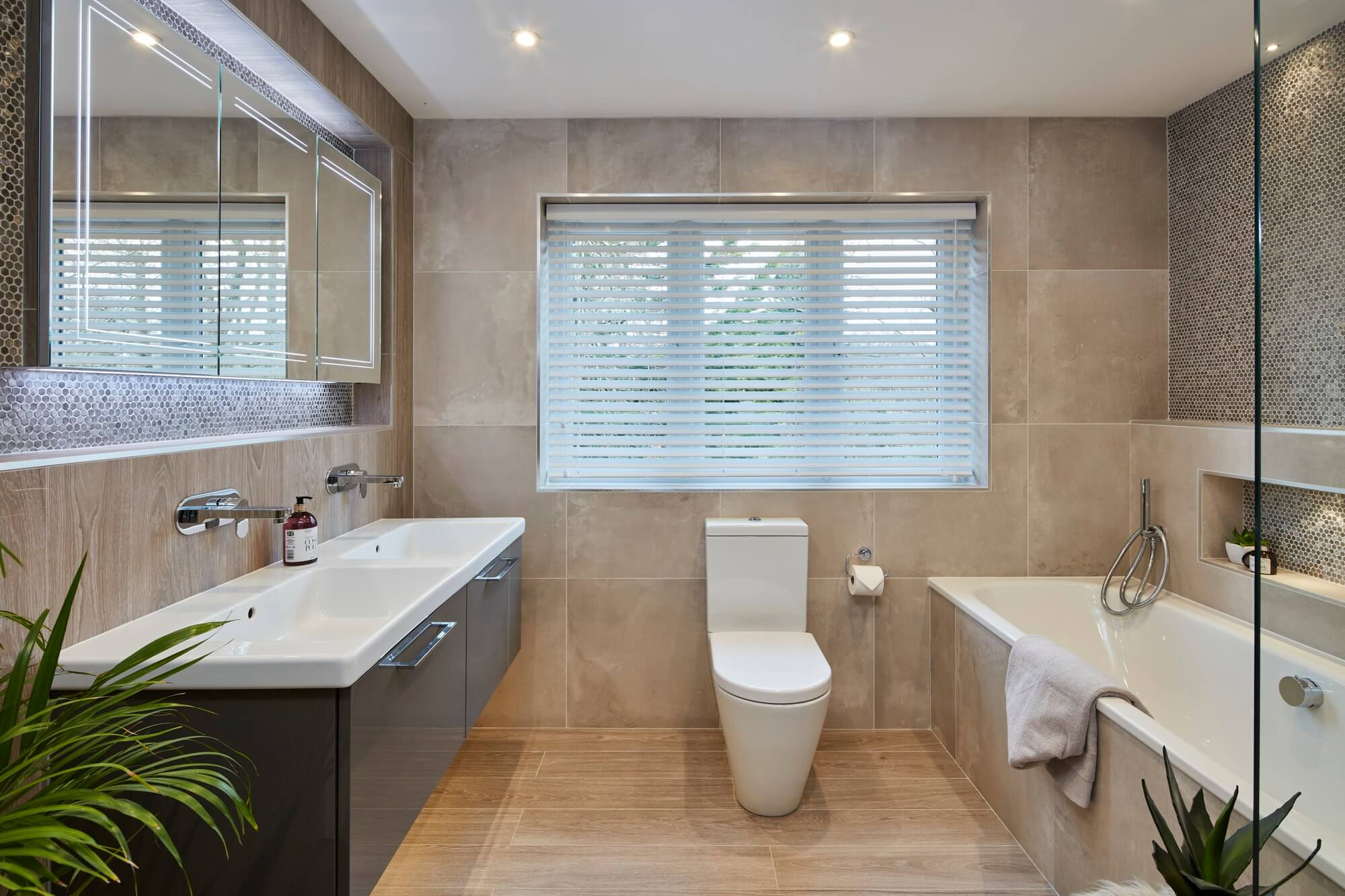 Bathroom Eleven - Master ensuite in Cobham